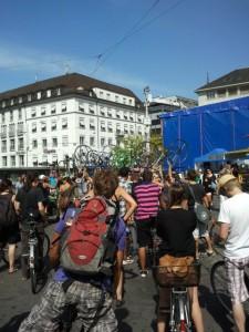 Ein Hoch auf die Velos beim JKF 2011 - Critical Mass Basel